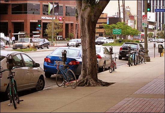 More bikes than racks on Wilshire Boulevard